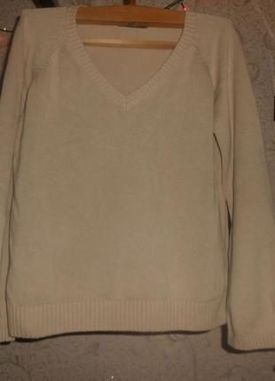 Брендовый базовый свитерок -бежевого цвета