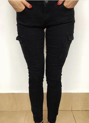 Чорні джинси з кишеньками
