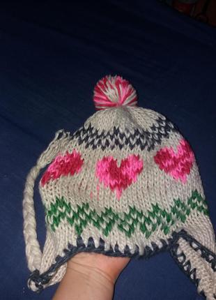 Зимняя вязаная шапка с косичками