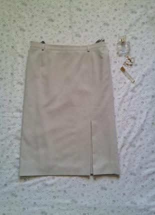 Сильная юбка-карандаш р 44 молочного цвета со складкой спереди миди