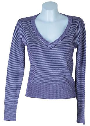 Пуловер в полоску с треугольным вырезом