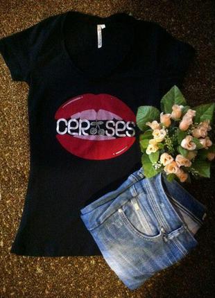 Чёрная футболка #надпись#губы#вишенки#камушки