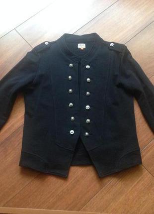 Трикотажный пиджак с погонами