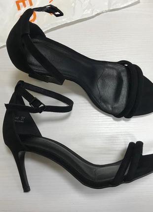 Новые босоножки на среднем каблуке reserved, 37 р.