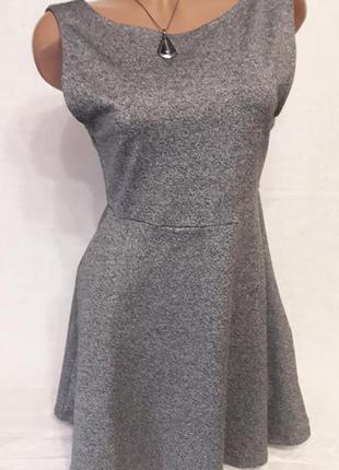 Трикотажное платье с открытой спинкой