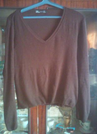Стильный свитерок с v-образным вырезом