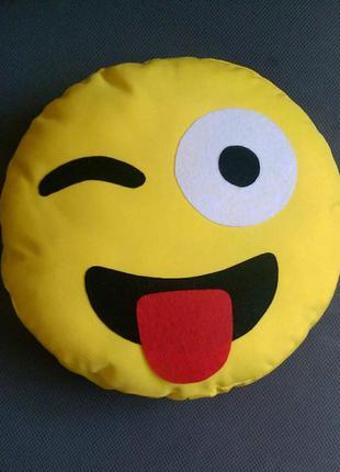 Декоративная подушка emoji smile языкатый моргун №12