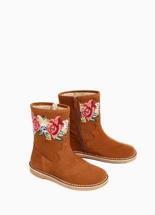 Дуже гарні вишиті чобітки бренду zara нат. замш