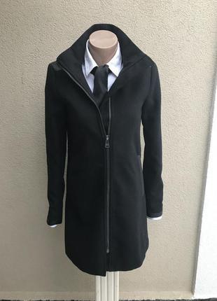 Красивое ,черное пальто,полу-пальто) с кожаными(кож.зам)вставками,маленький размер only