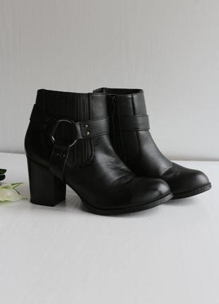 Крутые ботинке полусапожки на каблуке