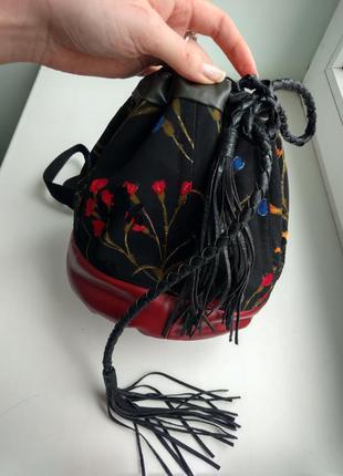 Красивый маленький рюкзак на затяжках, с вышивкой бархат