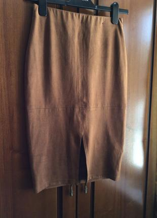 Замшевая юбка с разрезом