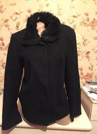 Короткое пальто с меховым воротником 12uk