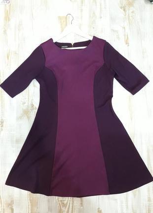 Яркое двухцветное платье с длинным рукавом
