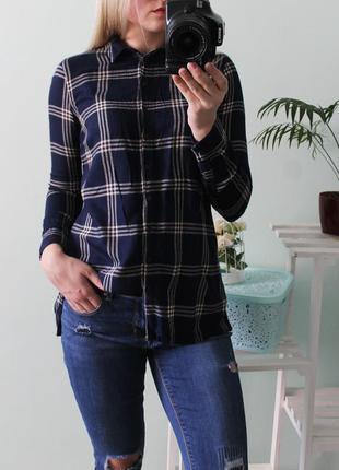 Стильня рубашка в клетку с разрезами по бокам new look