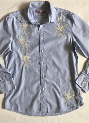 Стильная голубая рубашка с вышивкой