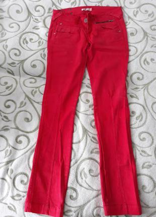 Червоні джинси