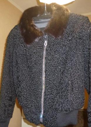 Зимняя куртка из каракуля,норковым воротником, красивой  оригинальной  змейкой
