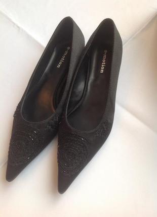 Абсолютно новые туфли e_motion, 38 размер, длина стельки 24,3 см, текстиль  вышивкой.