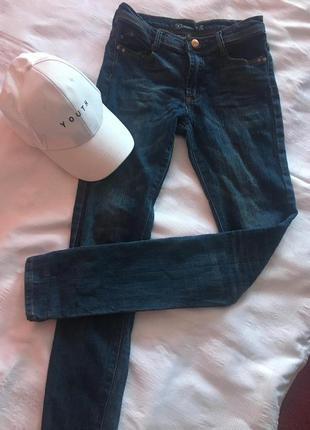 Синие джинсы denim co