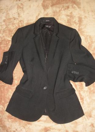 Лаконичный черный жакет, пиджак mango