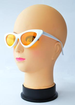 """Женские солнцезащитные очки """"лисички"""" белые с желтыми линзами"""