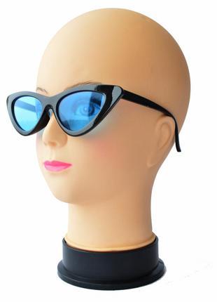 """Женские солнцезащитные очки """"лисички"""" черные с синими линзами"""