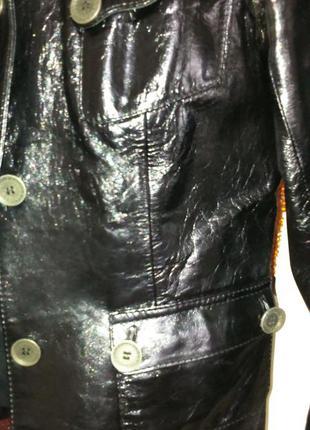 Курточка из лакированной кожи 46размера