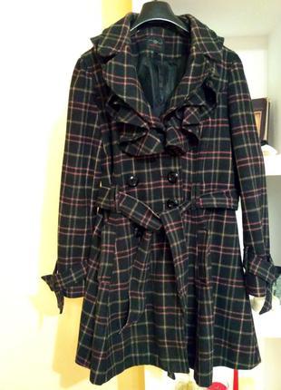 Пальто із формою пишного низу-спіднички