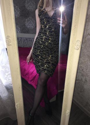 Вечернее гипюровое платье в золотых пайетках