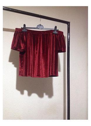 Бархатная блуза с открытыми плечами