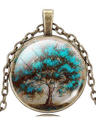 Кулон с изображением дерева из мира фэнтези