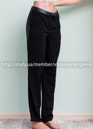 Новые с биркой черные брюки со вставками из кожзама