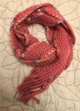Вязаный яркий шарф теплый