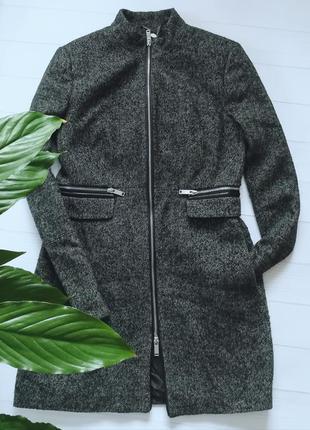 Красивое стильное весеннее пальто stradivarius