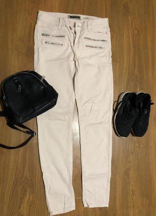 Очень классные пудровые джинсы от river island