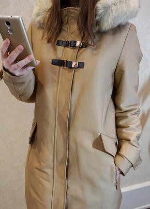Демисезонная куртка парка mango с капюшоном и мехом утепленная.