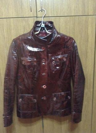 Куртка коричневая из лакированной натуральной кожи