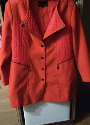Пальто яркого цвета, большой размер
