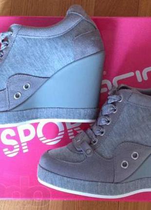 Продам сникерсы кроссовки ботинки fornarina