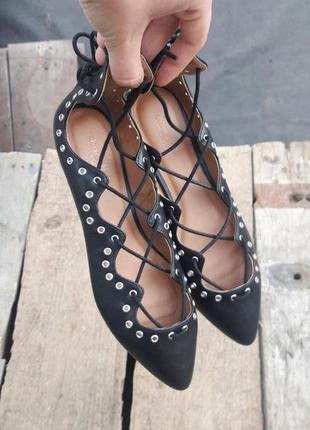 Туфли балетки лодочки на шнуровке с острым носком