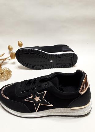 Жіночі кросівки (кроссовки) чорного кольору.