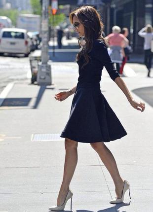 Стильное чёрное платье 👗 с юбкой клёш