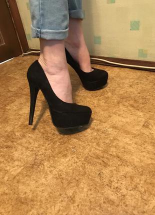 Туфли нарядные на высоком каблуке