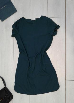 Изумрудное платье прямого кроя