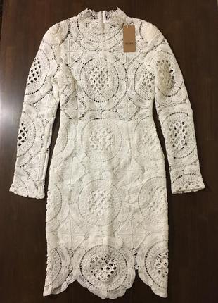 Белое нарядное выпускное кружевное миди платье в стиле balmain