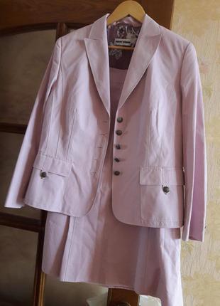 Очень красивый,нарядный костюм от gerry weber