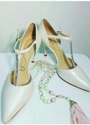 Очаровательные/ белые с перламутром/ свадебные туфли /кожаные/испания/  unisa/