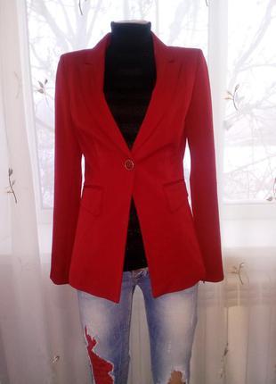 Красный стильный педжак