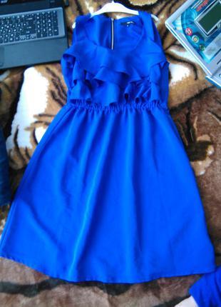 Яркое платье размер м